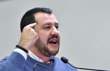 Salvini,Milano paga chi ospita immigrati