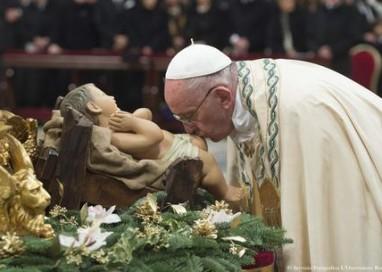 Papa: oceano misericordia contro miseria