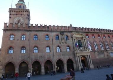 Allarme bomba in Comune a Bologna