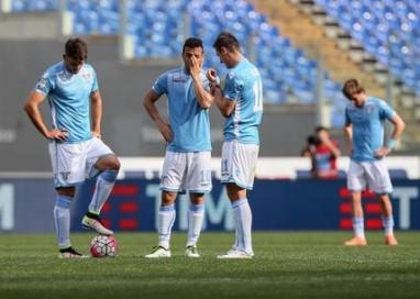 Lazio è caos, contestazione tifosi