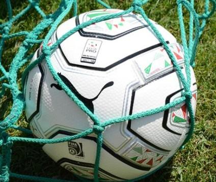 """La partnership tra Puma e Lega Pro, dopo cinque anni di collaborazione, prosegue con la fornitura in esclusiva del pallone per la stagione 2015/'16: il """"PowerCat 2.12 Match"""". Il prodotto e' caratterizzato da un'innovativa costruzione a 22 pannelli termosaldati che ne incrementano la sfericità e riducono l'assorbimento dell'acqua. Il marchio """"Fifa Approved"""" è garanzia d'alta qualità. L'esordio in campo è per il 14 agosto 2015 con la Coppa Italia Lega Pro. ANSA/ UFFICIO STAMPA   +++ ANSA PROVIDES ACCESS TO THIS HANDOUT PHOTO TO BE USED SOLELY TO ILLUSTRATE NEWS REPORTING OR COMMENTARY ON THE FACTS OR EVENTS DEPICTED IN THIS IMAGE; NO ARCHIVING; NO LICENSING +++"""
