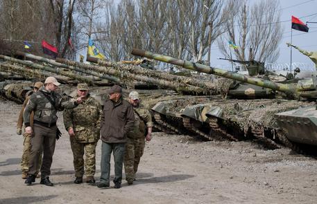 Mosca: assurdo G7 chieda ancora sanzioni