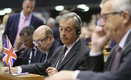 Il presidente della Commissione europea Juncker allo Ukip: perchè siete qui?