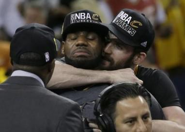 Nba LeBron James trascina i Cavs al primo Anello