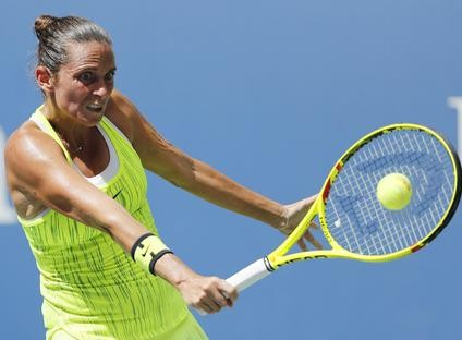 epa05527396 Roberta Vinci of Italy hits a return to Angelique Kerber of Germany during their quarterfinals round match on the ninth day of the US Open Tennis Championships at the USTA National Tennis Center in Flushing Meadows, New York, USA, 06 September 2016.  The US Open runs through September 11.  EPA/JOHN G. MABANGLO