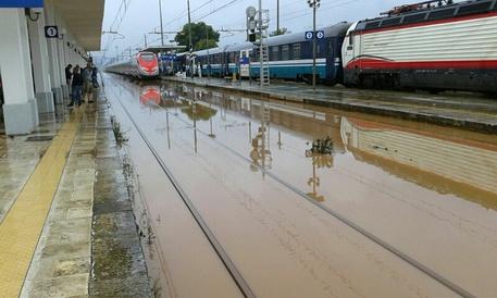 Maltempo: a Lecce treni soppressi ed enormi disagi