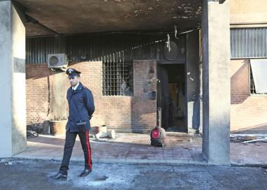 Attentato a una stazione dei carabinieri a Bologna