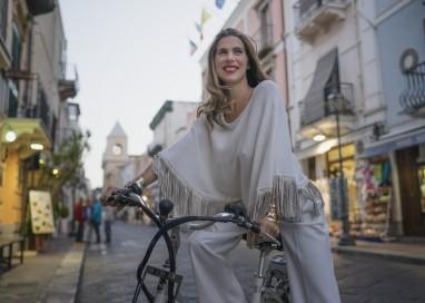 La nuova campagna di A Biddikkia ambientata nella suggestiva Lipari